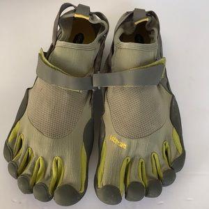 Vibram Fivefingers Men's Barefoot Running Shoe